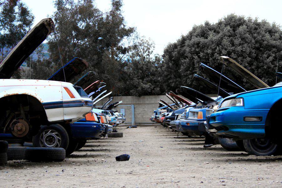 junk-car-yard.
